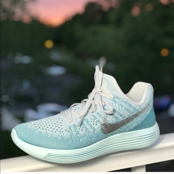 af4f2ea27a3e NWT Nike LunarEpic Low Flyknit 2 Glacier Blue WMNS